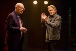 "Michael Douglas ramane fara Alain Arkin in serialul ""Metoda Kominsky"", difuzat pe  Netflix"